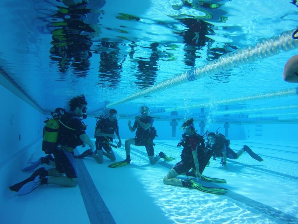 Tauchtraining im Pool