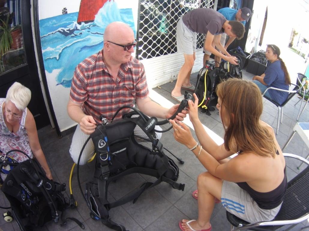 Briefing für Tauchkurs Tauchschule Ocean Trek