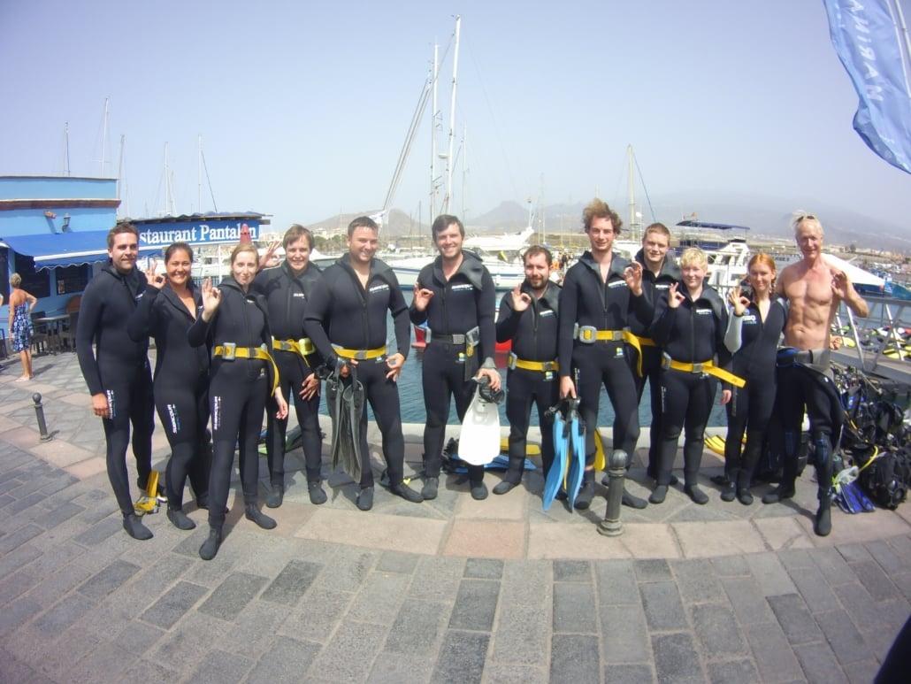 Tauchgruppe im Hafen von Las Galletas